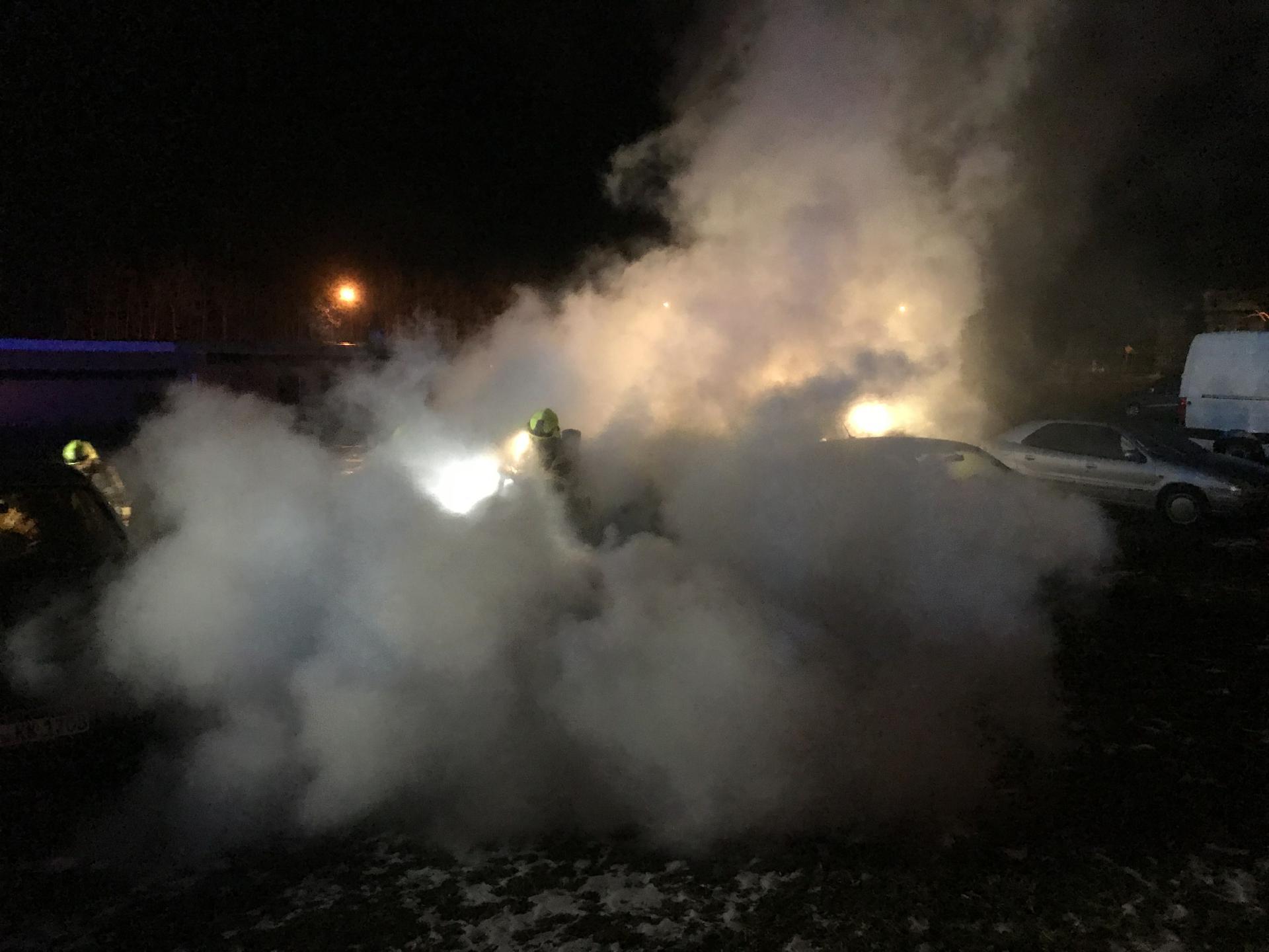 Geparktes Auto brennt in der Schopperstraße in Zeulenroda-Triebes
