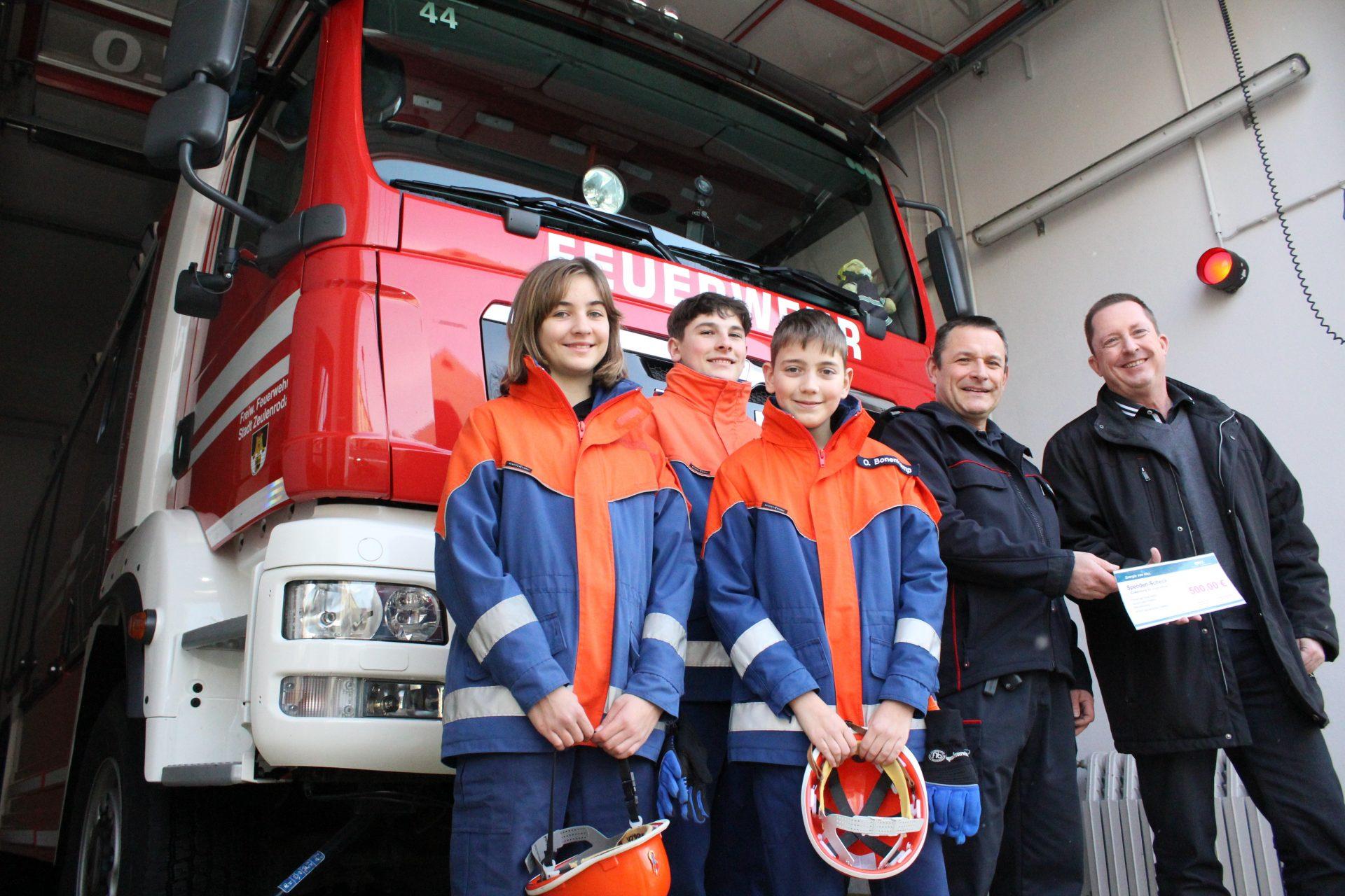 Roter Bus fährt künftig Zeulenroda Feuerwehrnachwuchs und Werbung durch die Lande