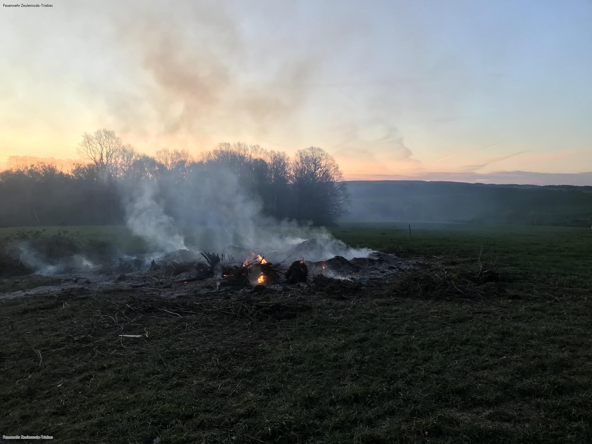 Reisighaufen brannte in Pahren