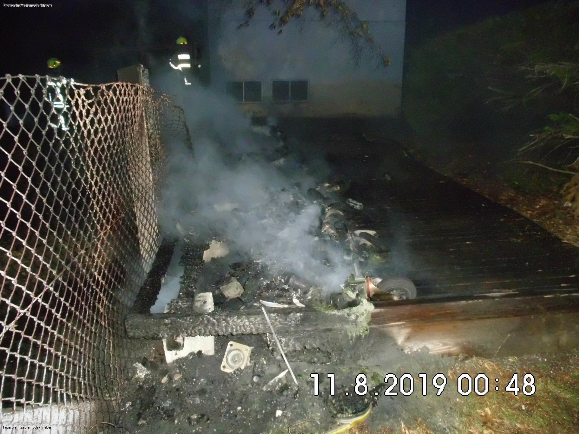Mehrere Wertstoffcontainern in Zeulenroda brennen – Brandstiftung