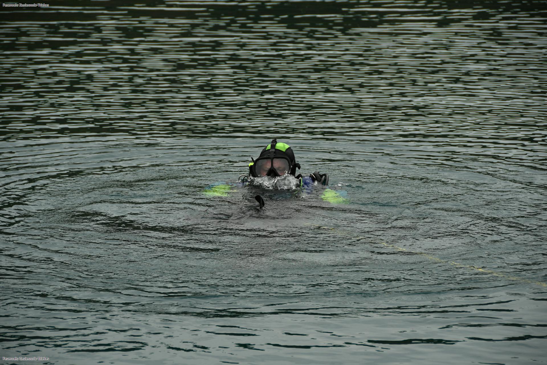 Feuerwehr benötigt Boot für Rettung