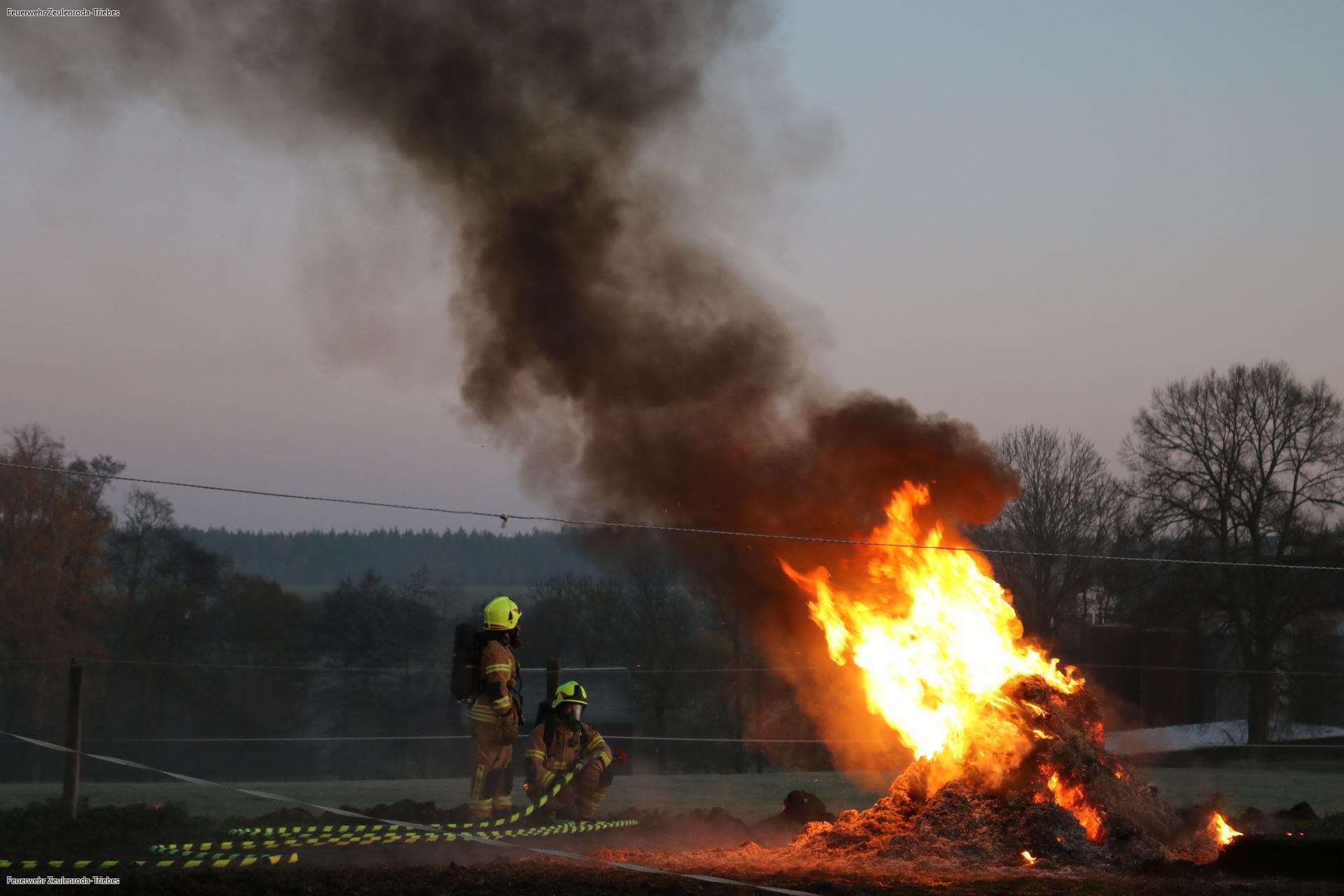 Feuerwehr übt in Pöllwitz