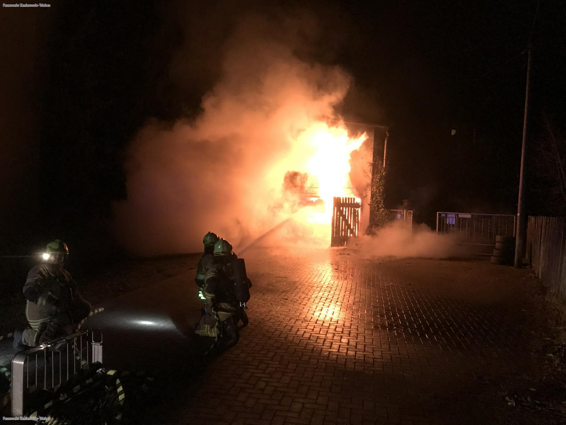 Garage brennt in Zeulenroda lichterloh