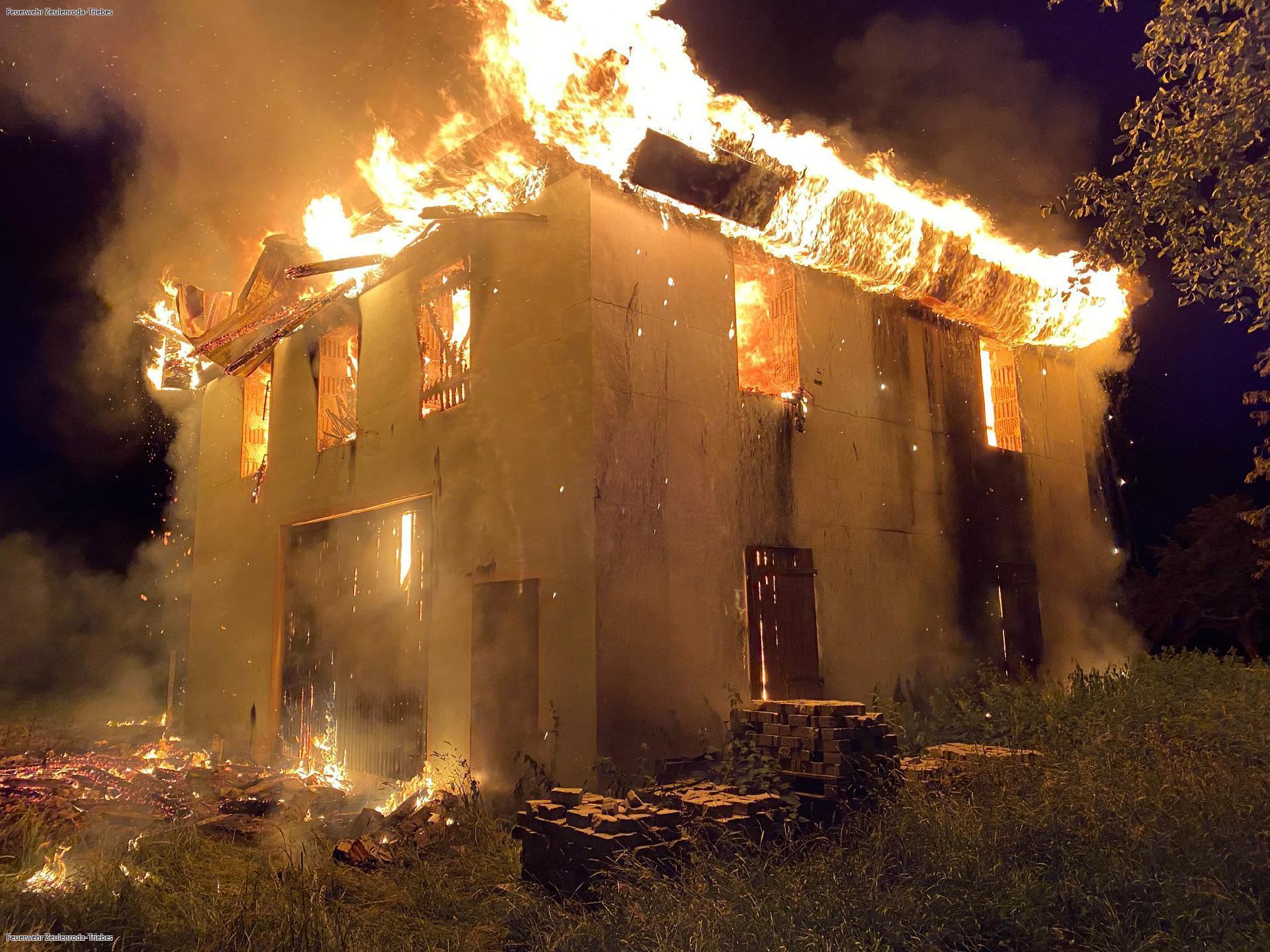 Erneut Großbrand in Piesigitz — Scheune steht in Flammen